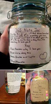 Es ist ein sehr süßes Geschenk, Ihre handschriftlichen 365 Notizen in ein Glas zu geben.