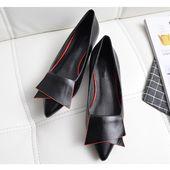 Lederschuhe für Frauen mit spitzen Zehen und niedrigem Absatz