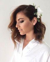 Eine Schulter Brautfrisur mit Blumen #Hochzeitsfrisuren #Hochzeitsfrisuren #Suelto