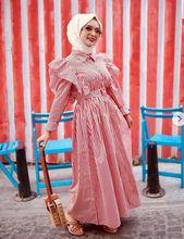 bca3e3a0e140e0afaabb6b06449a43d9 - Pretty Striped Maxi Dresses To Wear With Hijab Fashion