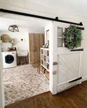 🙋 Who LOVES barn doors?! WE LOVE BARN DOORS! And we're guessing you do too! …