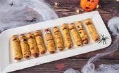 Halloween knakworst mummie