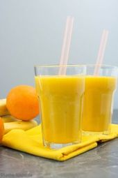 Mango-Orange smoothie with banana   – Getränke