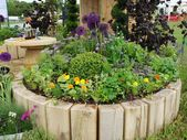 Amazing Beautiful Round Raised Garden Bed Ideas 2