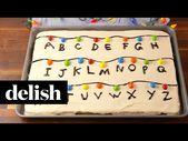Diese fremde Sachen Sheet Cake von Delish.com ist der perfekte Kuchen für Ihre vie …   – Desserts