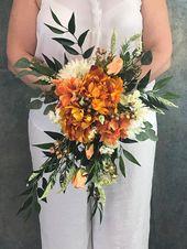 Sienna und Honig Seide Cascading Bridal Bouquet-Sienna Cascading Bouquet-Sienna-Hypericum Beeren-Soft Pfirsich-Creme-Biscotti-Forest-Horizon   – JCcreationsandcrafts/bouquets/wedding