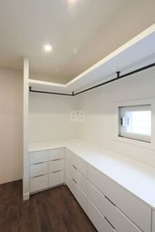 Dressing room and wardrobe in the modern style of 홍예 디자인