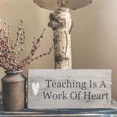 Lehren Ist Eine Arbeit Des Herzens Lehren Ist Eine Arbeit Von In 2021 Lehrer Geschenk Buroeinrichtung Dekor