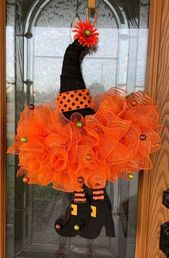 +26 Easy Halloween Decorations Party DIY Decor Ideas – Witch Hat Wreath