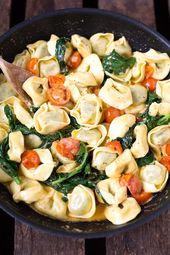 Tortellini mit Tomaten-Sahnesauce und Spinat