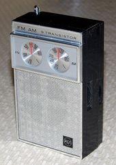 Vintage Rca 9 Transistor Two Band Fm Am Radio Model Rgm 19e Made In Japan Transistor Radio Vintage Antique Radio Radio Design