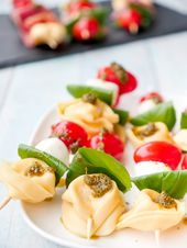 Pasta salad skewers with tortellini, tomatoes and mozzarella