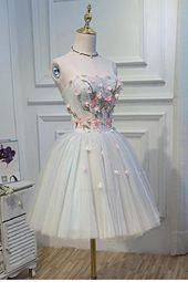 Außergewöhnliche #Kleider finden Sie auf unserer Website. schau dir das an und du wirst nicht ...