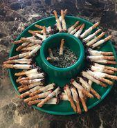 Dieser Aschenbecher voll mit Zigarettenkippen, die in Wahrheit aus Salzstangen mit weißer Schokolade, Salz und Pfeffer bestehen.