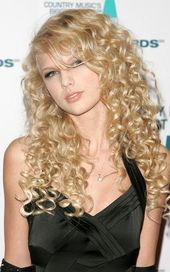 Taylor Swift's hairstyle development