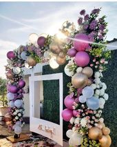 This would be cute for a wedding photo booth backdrop #balloongarland #hochzeitsdeko This would be cute for a wedding photo booth backdrop #balloongar…