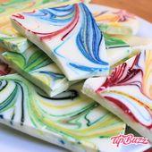 Rainbow Marble Chocolate Bark ist ein köstlicher Snack …