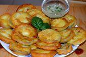 Zucchini in Bierteig-Knoblauch-Sauce   – Kochen