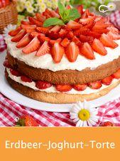 Dieser Erdbeer-Joghurt-Kuchen schmeckt wunderbar fruchtig und leicht. Eine passende …   – Tortenrezepte