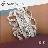Weiß Lots of Bling Infinity Armband Wenn Sie Bling mögen, ist dies das Armband fü …   – My Posh Closet