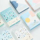 Livre à couverture rigide avec petit livre, choisi au hasard, ensemble de 2   – Branding and Packaging