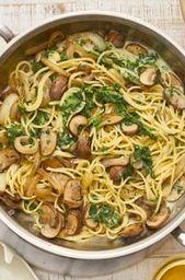Spaghetti à la sauce aux champignons et aux épinards   – Essen und trinken