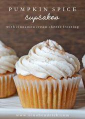 Kürbis Gewürz Cupcakes mit Zimt Frischkäse Zuckerguss | Holen Sie sich das Rezept für …