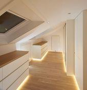 Das Ankleidezimmer unter der Dachschräge ist aus Eiche Massivholz hergestellt. …,Diva Dareen