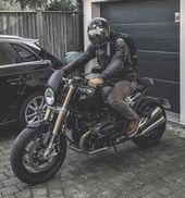 Erkennst du diesen Mann? Bitte markieren Sie ihn im Bemerkungsteil. – BMW RNinet – Un …   – Motorcycle