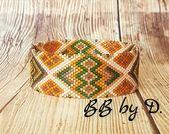 Bracelet Bangle Miyuki, style bohème, ethnique. Manchette large tissée en perles de verre. moutarde, doré, vert