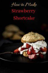 Saftige, reife Erdbeeren, hergestellt aus Scratch Shortcake und hausgemachter Schlagsahne …