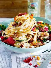 Spaghetti mit Hack-Feta-Soße und Gemüsechips
