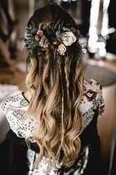 Coiffure d'inspiration pour votre mariage boho. Lâchement mis en place, un couple de l …   – Hochzeit |Boho & Landhochzeit
