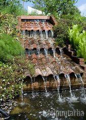 Rouhea vesiaihe vanhoista kattotiilistä. Erityisp…