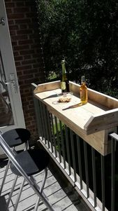 A mini balcony bar, probably homemade … pinned by Pinner, there