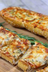 Geröstetes Knoblauch-Rosmarin-Käse-Brot eignet sich ebenso gut als köstliche Vorspeise …   – Foodsies