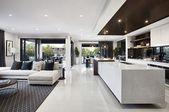 Unglaubliches Bar Interior Design mit tropischen I…