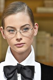 Focus sur le look beauté intello du défilé Chanel high fashion