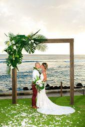 Tropischer üppiger Bogen   – Wedding Gown