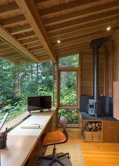 Holzschreibtisch und Holzofen