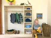 Comment nous montessori bambin garde-robe espace à 17 mois. Armoire avec petit …   – Baby