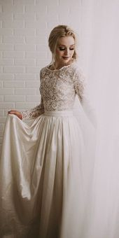 24 Best Lace Wedding Dresses With Sleeves