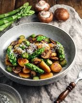 """KptnCook on Instagram: """"Spring is for asparagus!💚 So hop over to #kptncook for these Gnocchi with Asparagus & Crispy Mushrooms!  -  Spargel essen nicht…"""""""