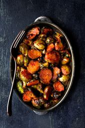 Sriracha Sweet Chili Roasted Brussels Sprouts are a little bit spicy, a little b…   – AAA Must Try