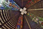 Die erstaunlichsten Kirchen, Kathedralen und Glasmalereien der Welt (Fotos)
