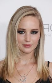 20 Popular Straight Hairstyles for a Round Face