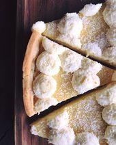 Zitronenquarkkuchen (belegt mit Vanille-Schlagsahne und Kokosraspeln)