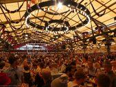Schottenhamel Festzelt l'une des tentes préférées pour les amateurs de musiqu…