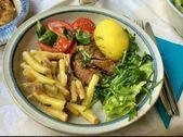 Gebratener Hering, Bohnensalat, Tomatensalat, gemischter Salat, Kartoffeln: P ….. – Gemischter Salat