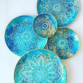 J'adore les couleurs de ces assiettes. Je les veux maintenant ……